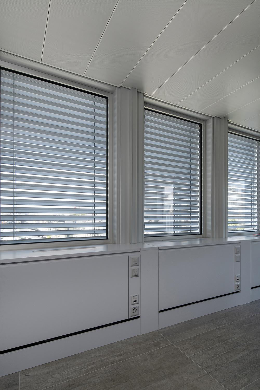 Un triple vitrage garantit le confort thermique et acoustique des locataires.