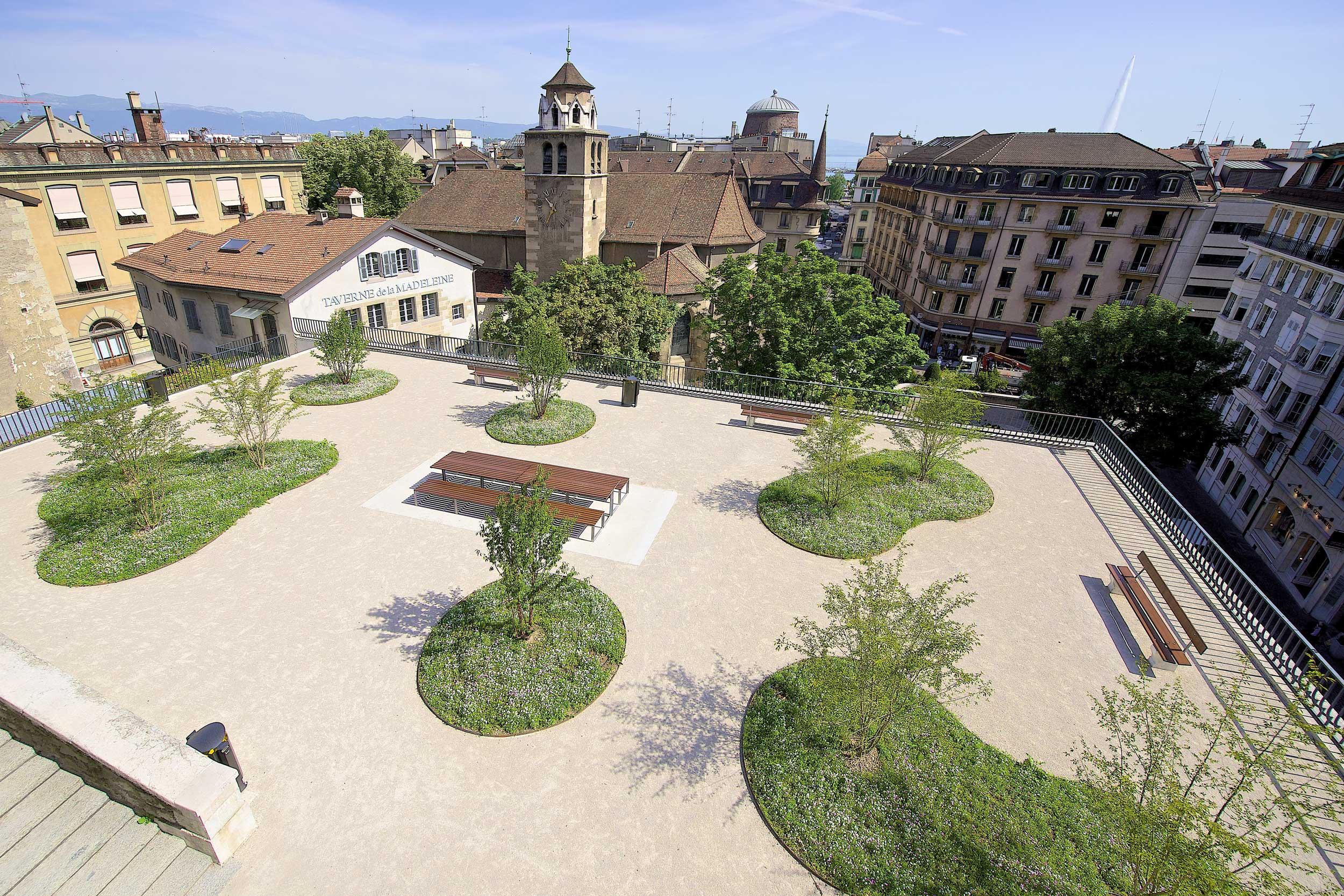 Au-dessus de L'Abri, la terrasse Agrippa-d'Aubigné a été réaménagée en espace public.